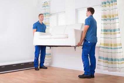 Mitarbeiter einer Möbelspedition